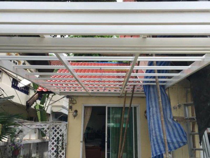 ก่อนทำงานโครงหลังคาเหล็ก เชื่อมโครงหลังคาโรงจอดรถ ได้อีก 2 คัน